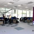 Un birou senzorial: Tone de cabluri in podea si un glob disco - Foto 18