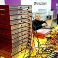 Un birou senzorial: Tone de cabluri in podea si un glob disco - Foto 22