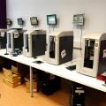 Un birou senzorial: Tone de cabluri in podea si un glob disco - Foto 27