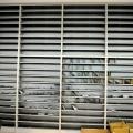 Un birou senzorial: Tone de cabluri in podea si un glob disco - Foto 29