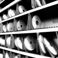 Un birou senzorial: Tone de cabluri in podea si un glob disco - Foto 30