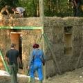 Casele din baloti de paie: Cel mai nou pariu al unor tineri in domeniul constructiilor ecologice - Foto 8