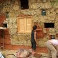Casele din baloti de paie: Cel mai nou pariu al unor tineri in domeniul constructiilor ecologice - Foto 9