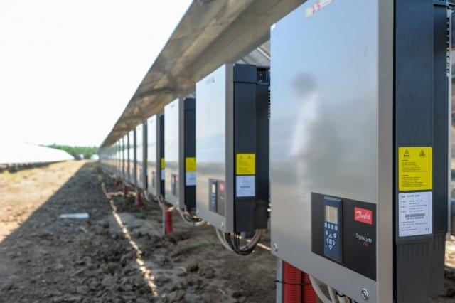 Cum arata parcul fotovoltaic dezvoltat in Vrancea cu know-how danez si portughez (Galerie Foto) - Foto 8 din 28