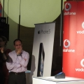 "Vodafone si Cosmote i-au tinut treji pe romani: Pasionatii de Apple s-au grabit sa isi ia iPhone 5, un telefon care"" se asorteaza bine la orice buzunar"" - Foto 11"