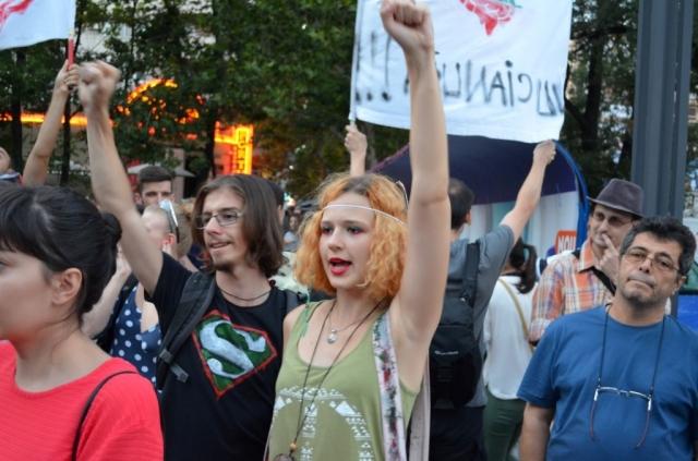 Rosia Montana scoate romanii in strada: peste o mie de persoane protesteaza in Bucuresti [GALERIE FOTO] - Foto 1 din 33