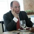 La pranz cu Ionut Dumitru: profesorul universitar si economistul sef care taxeaza statul pentru oric - Foto 3 din 9