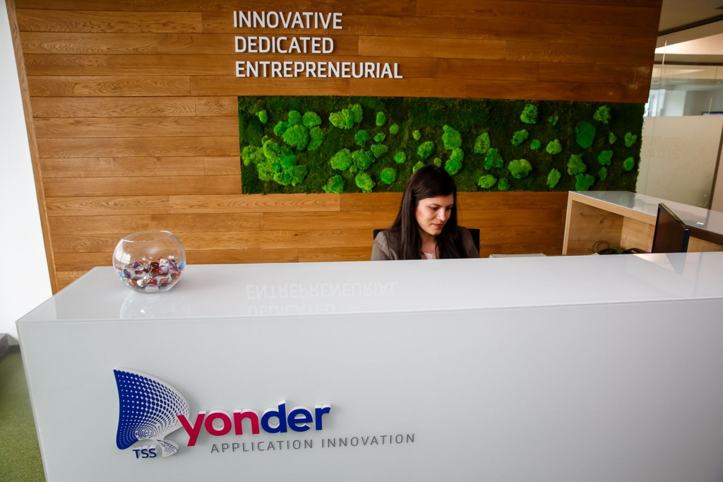 Un birou care inspira: cum lucreaza angajatii Yonder din Iasi - Foto 1 din 22