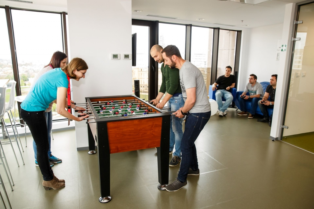 Un birou care inspira: cum lucreaza angajatii Yonder din Iasi - Foto 17 din 22