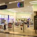 Cum arata o farmacie de mall: Multe cosmetice si mai putine medicamente - Foto 1 din 8