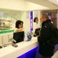 Cum arata o farmacie de mall: Multe cosmetice si mai putine medicamente - Foto 7 din 8