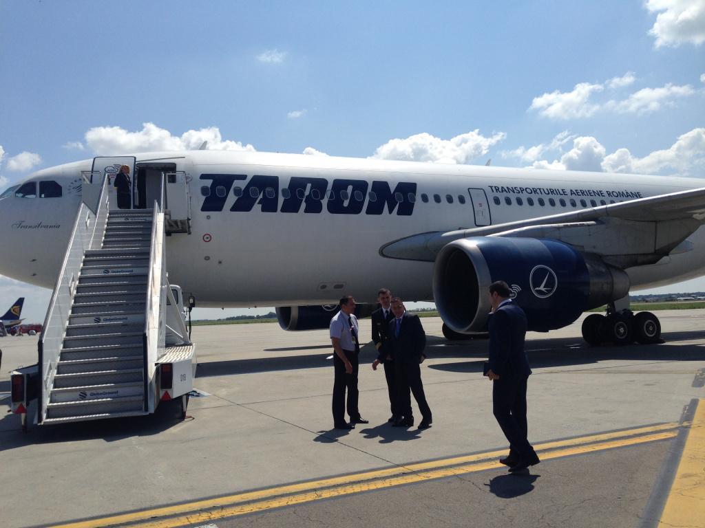 Tarom va avea din august Wi-Fi pe cele mai lungi zboruri - Foto 2 din 13