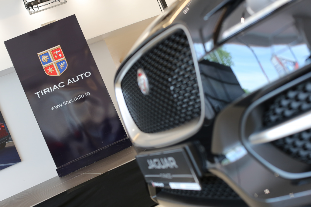Tiriac da un nou look showroom-urilor Jaguar Land Rover: investitii de 3 MIL. euro - Foto 1 din 6