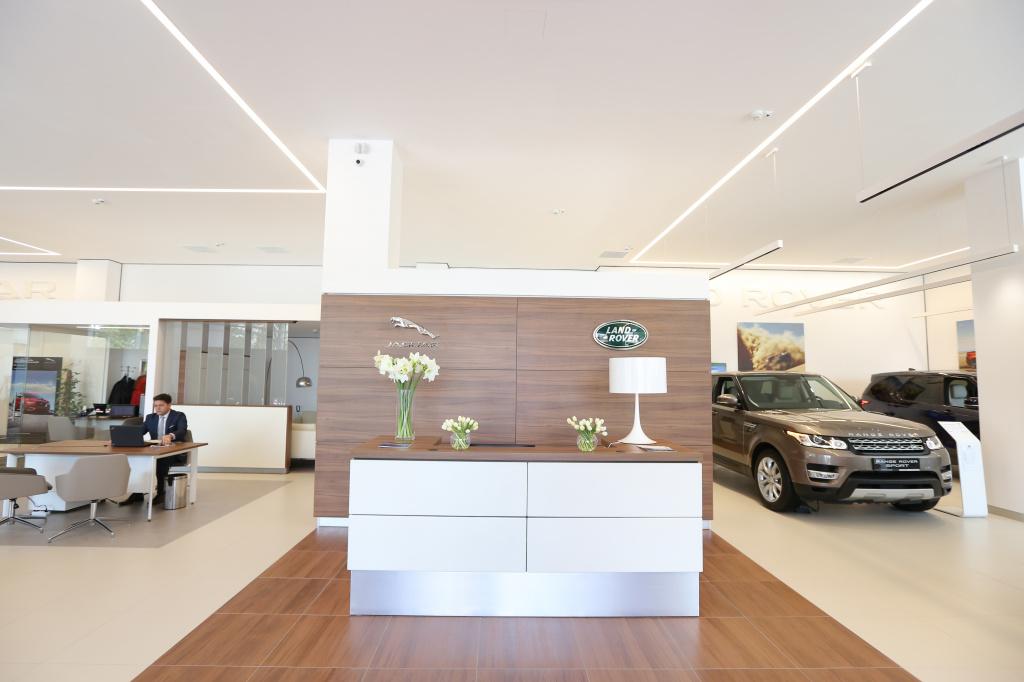 Tiriac da un nou look showroom-urilor Jaguar Land Rover: investitii de 3 MIL. euro - Foto 3 din 6