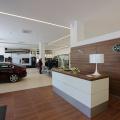 Tiriac da un nou look showroom-urilor Jaguar Land Rover: investitii de 3 MIL. euro - Foto 4