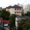 Review George Butunoiu: Cand poti sa te uiti de sus la oamenii bogati si la casele lor - Foto 3 din 15