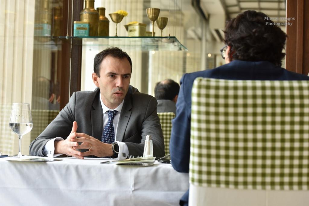 Cristian Carstoiu, partener EY Romania, despre schimbarea de paradigma in banking: Devin bancile organizatii IT care livreaza servicii financiare? - Foto 1 din 8