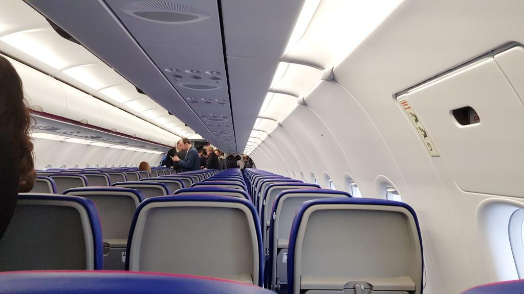 [Galerie foto] Cum arata cel mai nou avion Airbus din flota Wizz Air - Foto 5 din 19