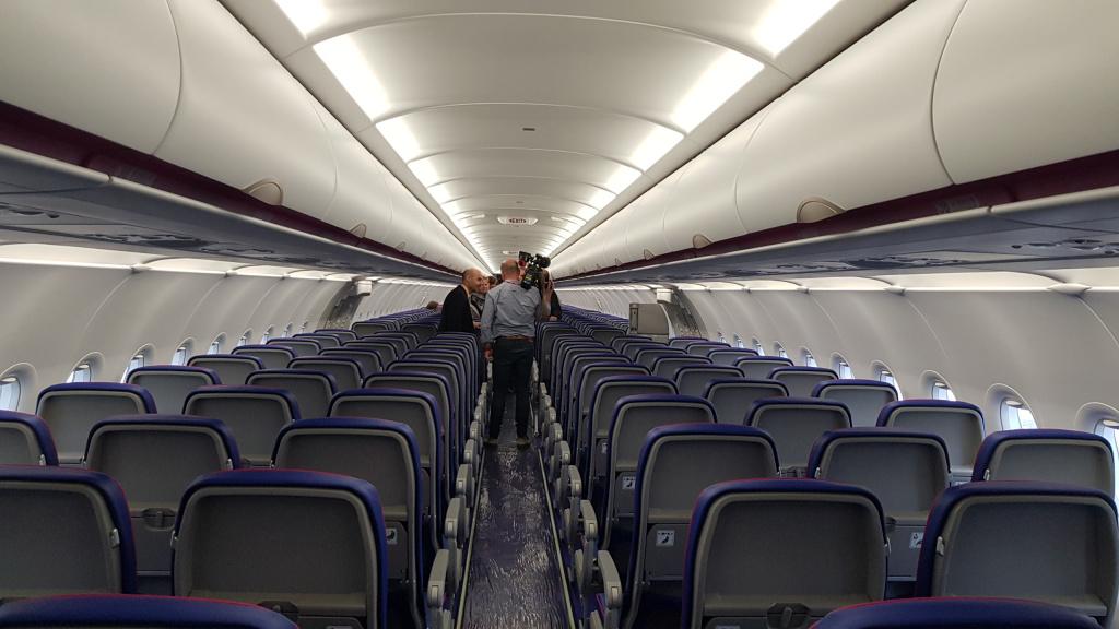 [Galerie foto] Cum arata cel mai nou avion Airbus din flota Wizz Air - Foto 9 din 19