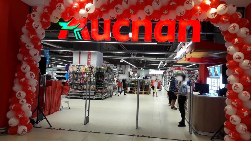 FOTO Auchan Romania a deschis Auchan Liberty, cel mai mare supermarket din Romania - Foto 1 din 9