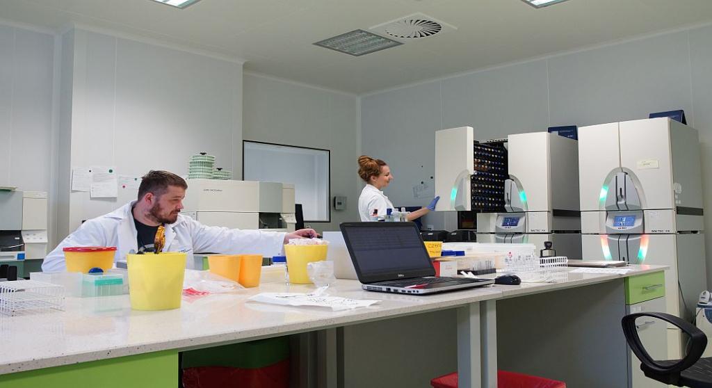 [FOTO] Cum arata si cum sunt stocate probele in cea mai mare banca de celule stem din Europa - Foto 1 din 11