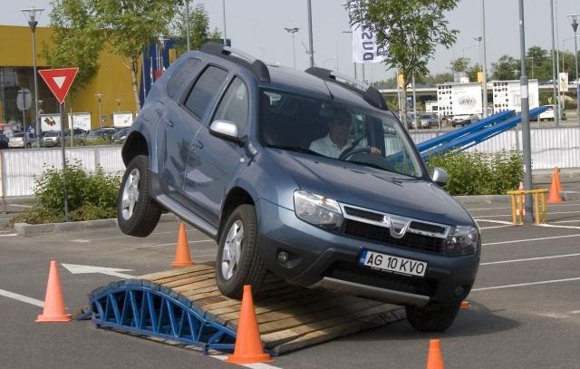 Dacia Duster Offroad Experience a atras 1.000 de vizitatori - Foto 1 din 5