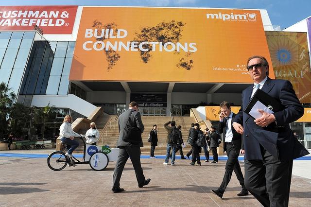 Vezi primele imagini de la targul imobiliar de la Cannes - Foto 1 din 5