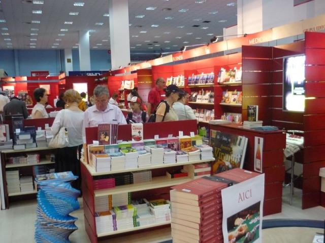 Reportaj: Cine face cartile la Bookfest? - Foto 1 din 4