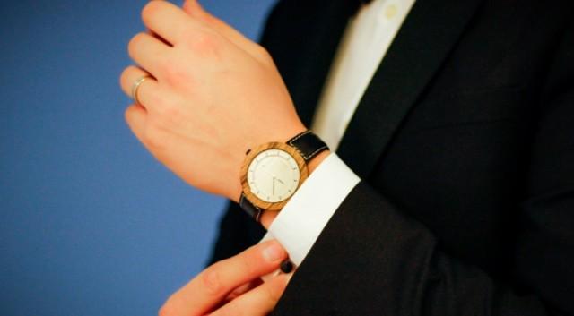 O afacere cu ceasuri de mana din lemn