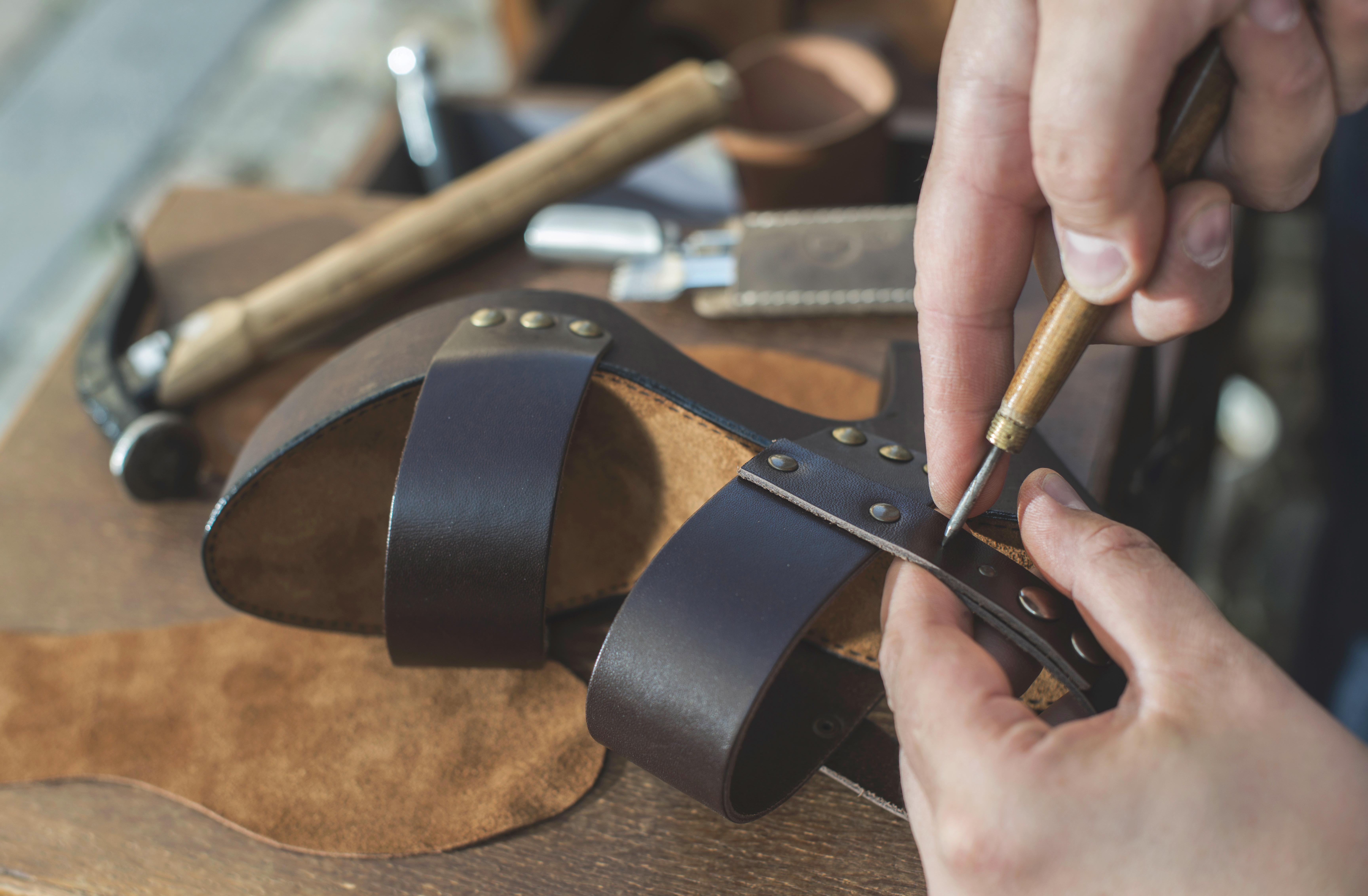 3. O afacere cu sandale din piele naturala