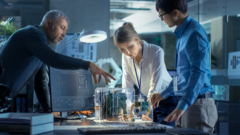 7. Activitati profesionale, stiintifice si tehnice