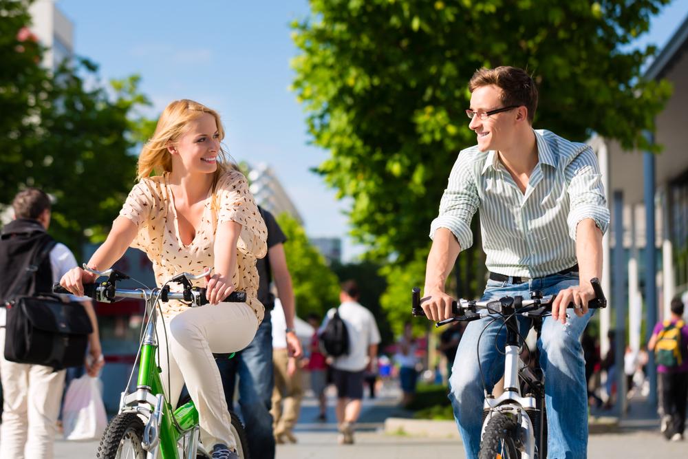 Este mai distractiv să mergi cu bicicleta, vezi altfel orașul