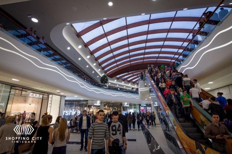 Un sfert de milion de cumparatori au luat cu asalt Shopping City Timisoara in primul week-end