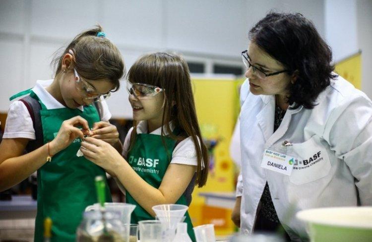 Laboratorul Kids' Lab – locul unde chimia devine spectaculoasa