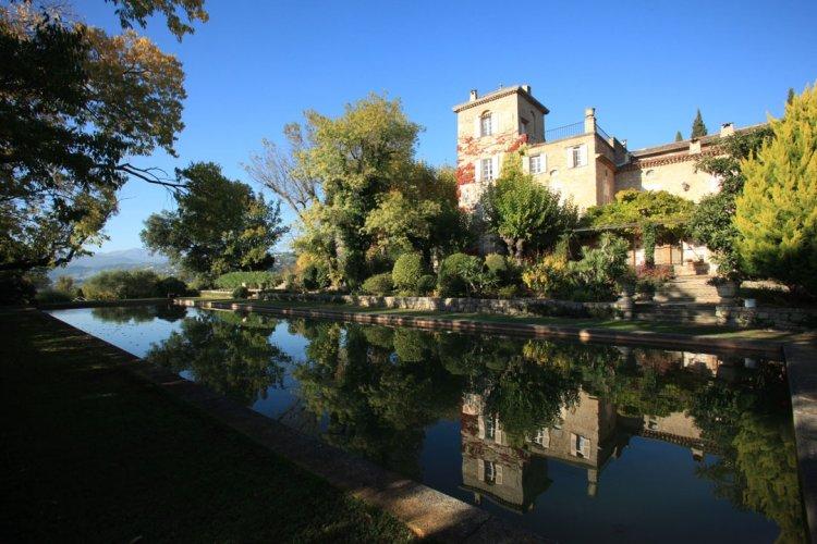 Casa Dior a restaurat castelul Colle Noir, locuinta de suflet a lui Christian Dior, si a mutat la Grasse laboratorul parfumierul
