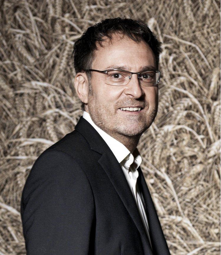 Om politic elveţian a luat iniţiativa unei campanii de informare cu scopul de a schimba în bine imaginea României