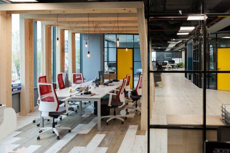Revoluţie ȋn design şi amenajarea spaţiilor de birouri