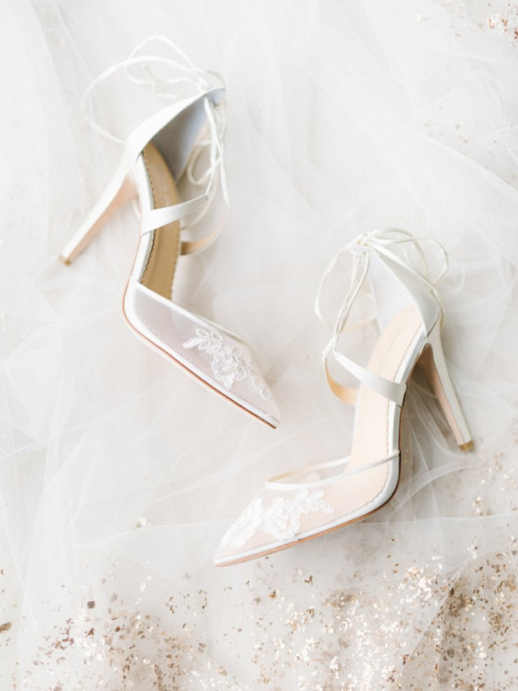 Fii o Cenusareasa moderna, achizitioneaza pantofi facuti la comanda !