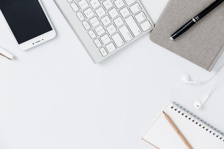 Foloseste tehnologia la birou pentru a salva timp si bani