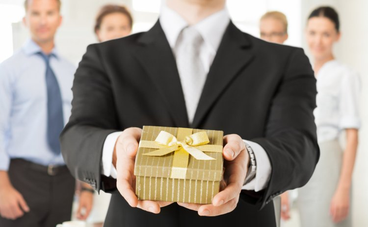 Cadouri corporate – Cand ar trebui sa le daruim si cum sa le alegem?