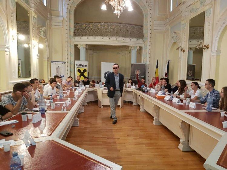 Profesori de la Chicago și bancheri de pe Wall-Street la scoala de vara de la Sibiu
