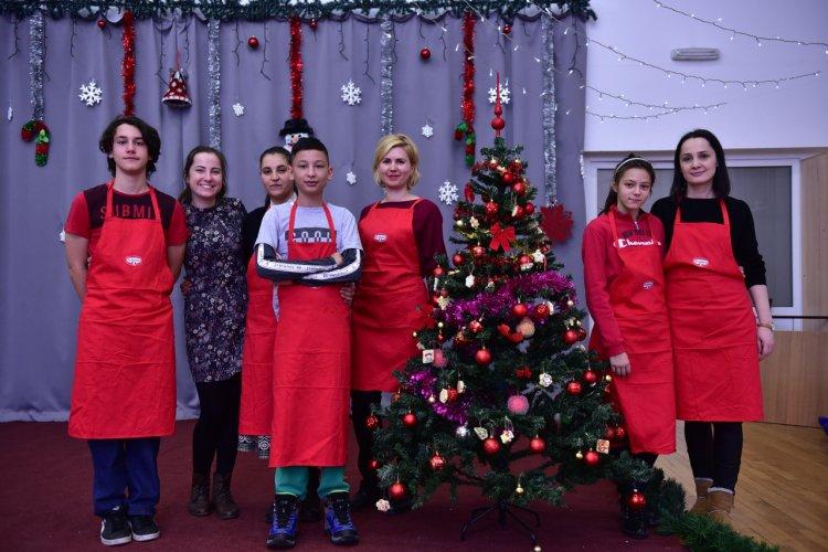 Copiii de la SOS Satele Copiilor România îl așteaptă pe Moș Crăciun cu dulciuri și decorațiuni de la Dr. Oetker