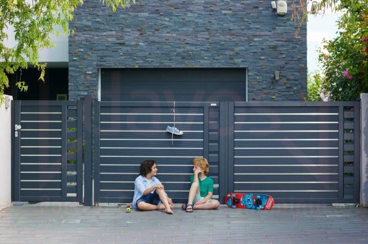 De ce portile din aluminiu reprezinta cea mai potrivita alegere pe care o poti face pentru locuinta ta?
