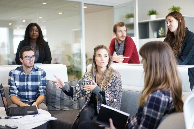 9+ idei de cadouri pentru colegii de birou