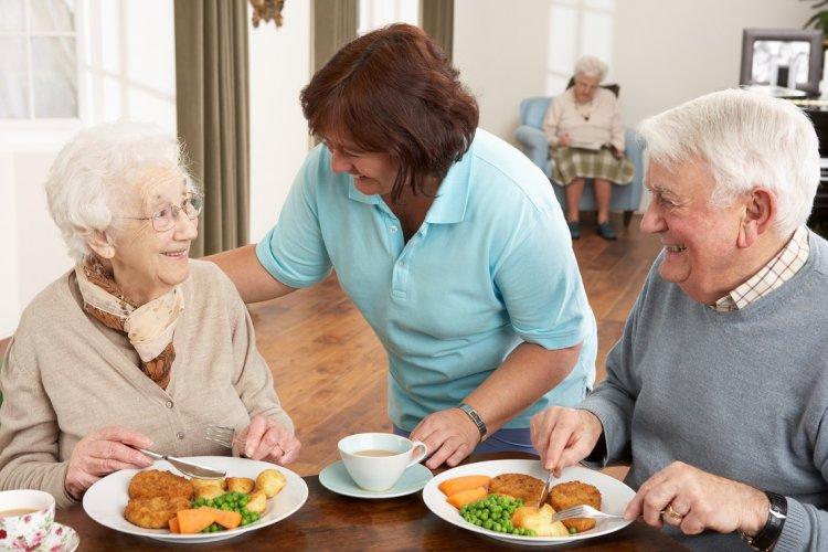Cum ne alimentam la 20, 30, 40, 50, 60, 70 si 80 de ani ca sa ramanem sanatosi