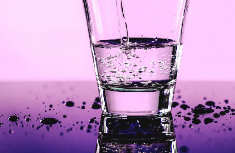 Top 5 avantaje ale apei alcaline, ionizate