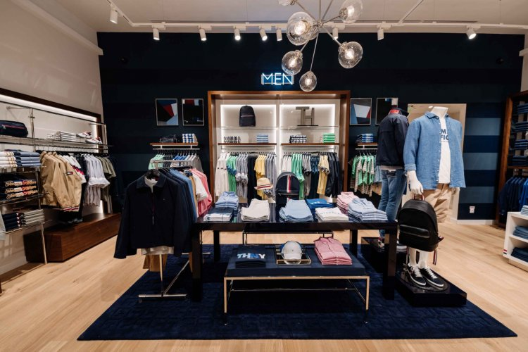 TOMMY HILFIGER RENOVEAZA MAGAZINUL DIN IULIUS MALL, CLUJ IN NOUL CONCEPT