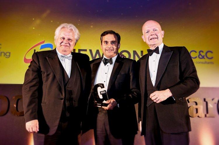 AQUA Carpatica, reprezentată de Jean Valvis, a acordat unul dintre cele mai râvnite premii din industria FMCG din Marea Britan