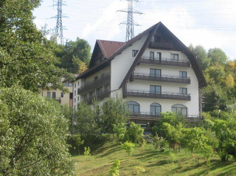 AQVILA CLUB**** din RUCĂR a devenit primul şi singurul complex turistic din România afiliat la Organizaţia Mondială a Turis