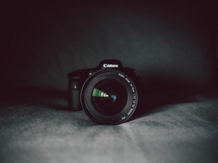 Cele mai bune aparate foto compacte pentru luminozitate scăzută